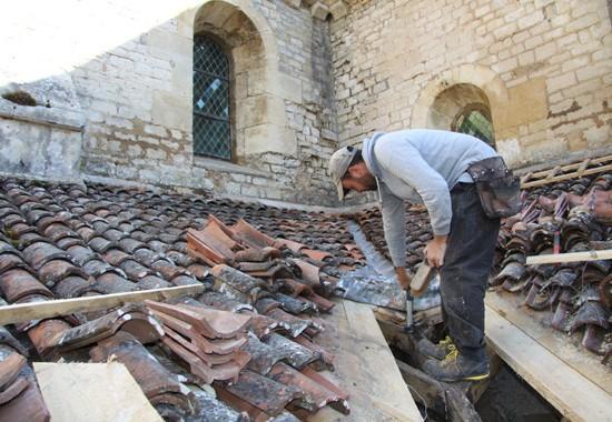 Réfection d'une noue en cuivre avec bavette plomb. Abbaye de Fontenay espace couverture