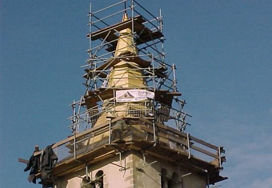 Echafaudage de clocher. Eglise de Pouilly-en-Auxois couverture espace couverture
