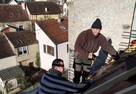 Intervention d'espace couverture sur les toits de Semur-en-Auxois