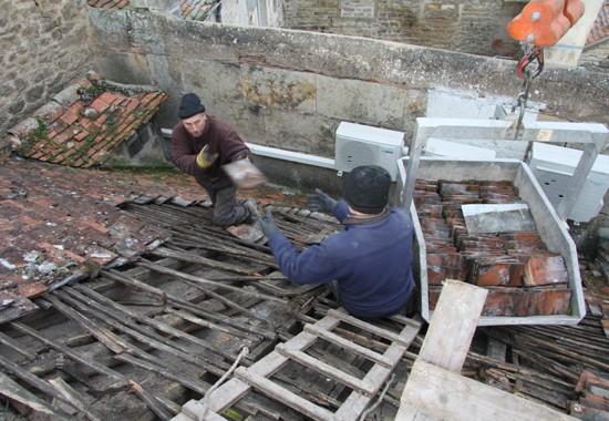 Découverture soignée de tuiles plates. Maison à Semur-en-Auxois par espace couverture