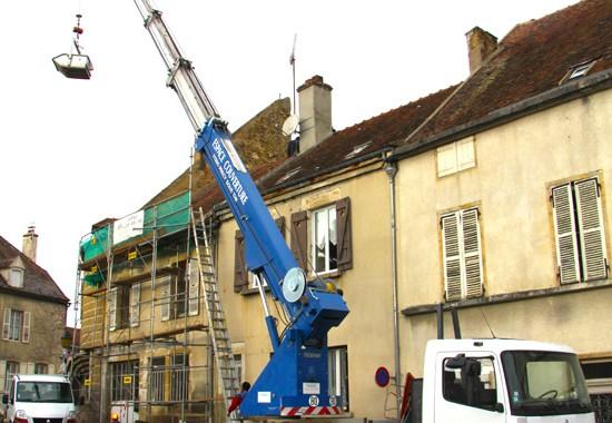 Chantier d'espace couverture rue de Paris à Semur-en-Auxois.