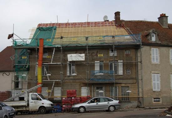 Rénovation du toit d'une maison à Saulieu. par espace couverture précy sous thil